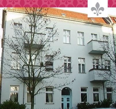 AUSBAURESERVEN IM DACH UND IM GARTEN IN NIEDERSCHÖNHAUSEN REPRÄSENTATIVES MEHRFAMILIENHAUS, 13156 BERLIN, Mehrfamilienhaus